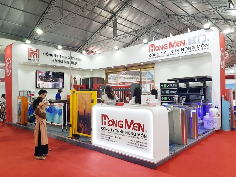 The product display booths are impressively designed but must always be suitable for the product