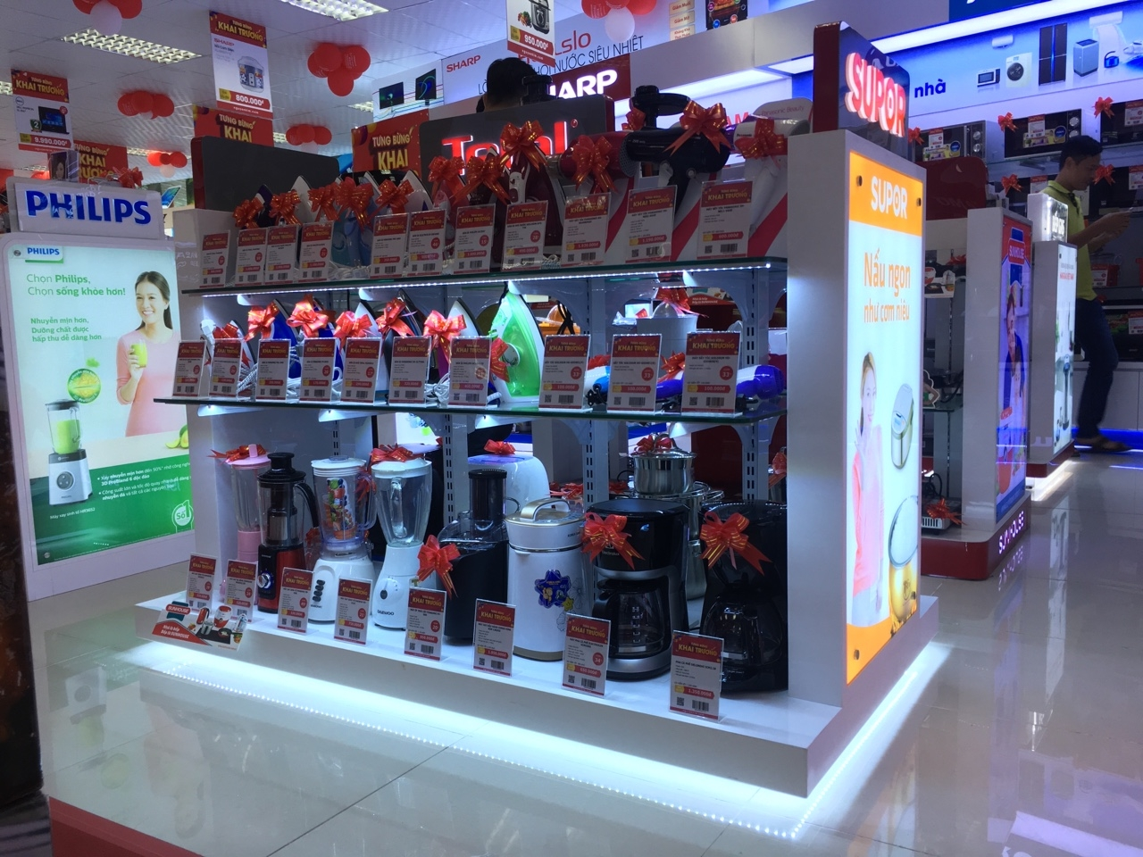 Kệ trưng bày sản phẩm Supor